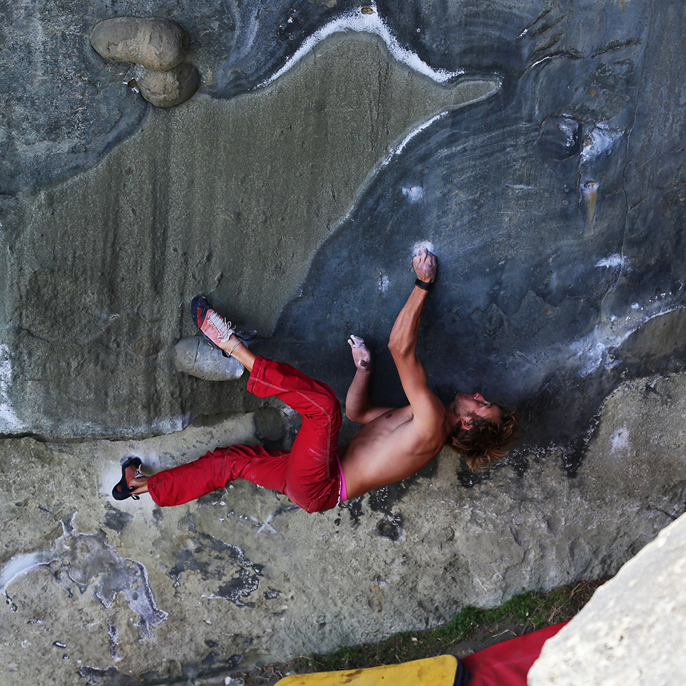 VIDEO – The cold and smelly breath of death, 8B+/8C, Dorotea, Puerto Natales, Patagonia, Chile – One of Latin Americas hardest Boulders