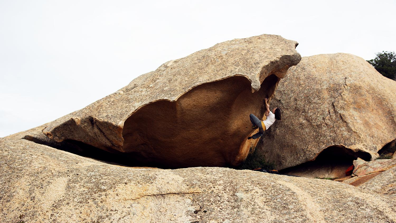 Diebe der Ästhetik – Drei Wochen zwischen den vielleicht schönsten Blöcken Europas in Sardinien
