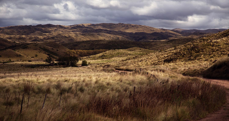 Aus dem Staub der Soja-Monokultur zwischen die ersten Felsen – Von Leaving Uruguay nach Capilla del Monte. Altiplano 2017 – Kapitel 2 (08.04. -13.04.17)